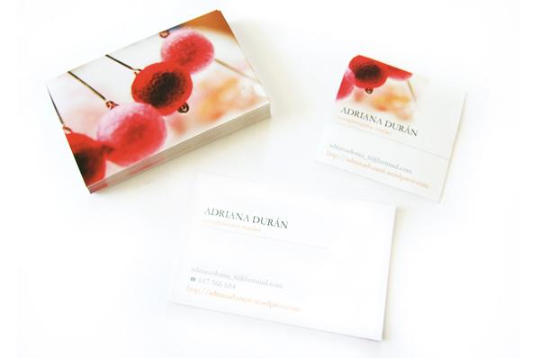 Diseño de tarjetas y adhesivos para Adriana Durán Complementos de moda