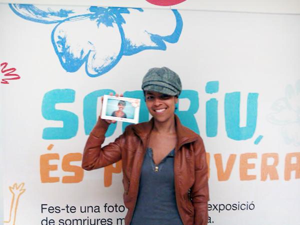 """Impresión de portafotos para la campaña de TMB """"Somriu, és primavera"""""""