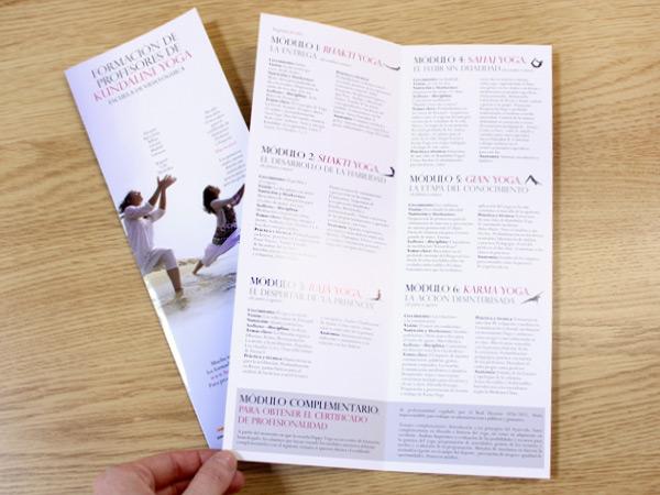 Impresión de dípticos para Happy Yoga